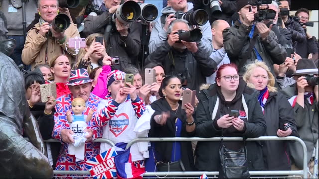 exterior shots of crowds outside of st mary's hospital waiting to see the new born royal baby on 23 april 2018 in london, united kingdom. - spectator stock videos & royalty-free footage