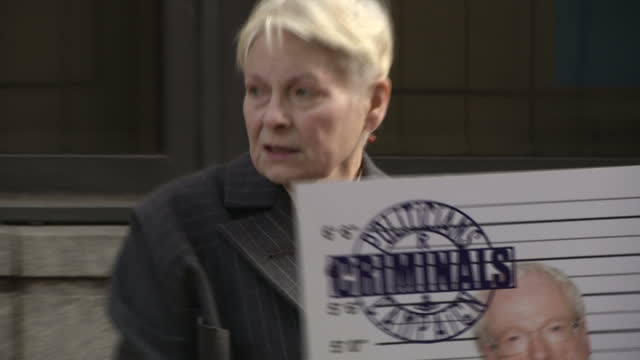 exterior shots of dame vivienne westwood posing with a sign accusing lord chris smith of being a criminal during an anti-fracking publicity stunt.>>... - westwood bildbanksvideor och videomaterial från bakom kulisserna