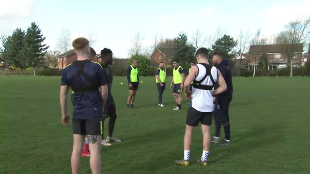 stockvideo's en b-roll-footage met exterior shots of daryl clark, samy kibula, leilani latu, ellis robson, sitaleki akauola and other members of the warrington wolves training at the... - chester engeland