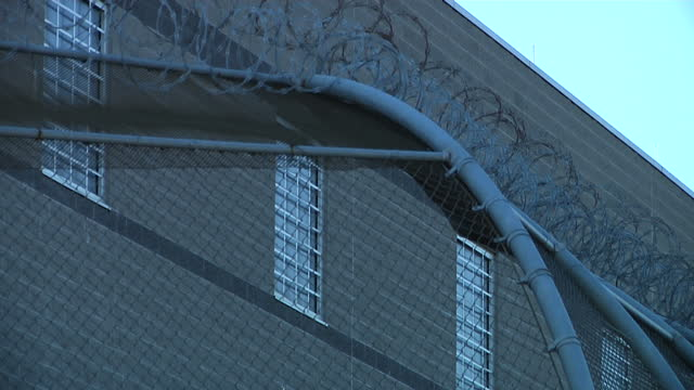 vídeos de stock, filmes e b-roll de exterior shots of delaney hall newark an immigration and customs enforcement detention centre with barbed wire perimeter fences and barred windows on... - controle de passaporte