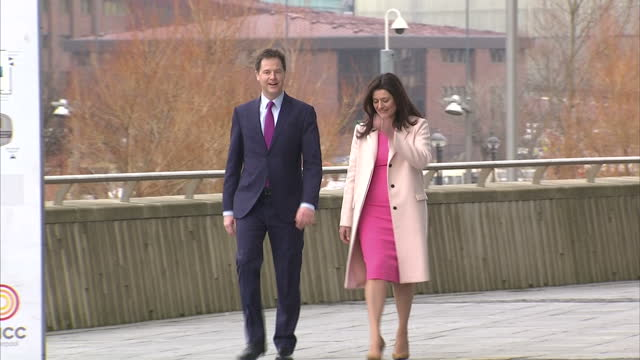 exterior shots of deputy prime minister and liberal democrat leader nick clegg and his wife miriam gonzalez durantez arriving at the liberal democrat... - direttrice video stock e b–roll