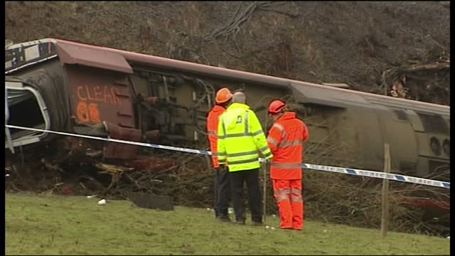 exterior shots of derailed virgin train in grayrigg, cumbria with accident investigators examining the scene on february 23, 2007 in cockermouth,... - 脱線点の映像素材/bロール