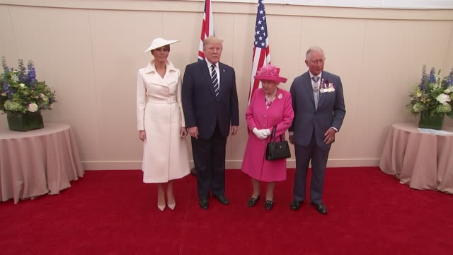 exterior shots of donald trump wife melania trump the queen and prince charles posing for photos marking the official end to the state visit on 5... - präsident der usa stock-videos und b-roll-filmmaterial