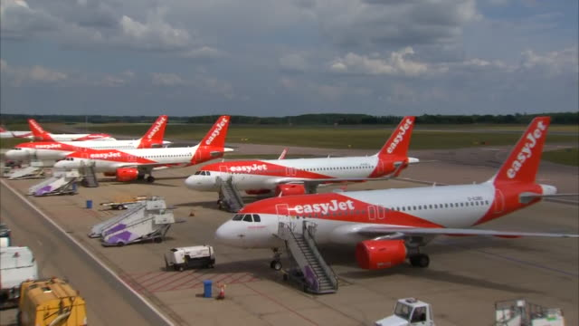 exterior shots of easyjet planes parked at luton airport, ready for imminent departure with stairs next to them on 16 june 2020 in luton, united... - luton airport stock videos & royalty-free footage