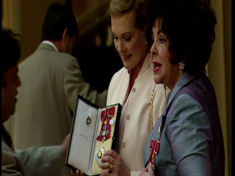 exterior shots of elizabeth taylor and julie andrews posing with dbes. elizabeth taylor & julie andrews with dbes at buckingham palace on may 16,... - julie andrews stock videos & royalty-free footage