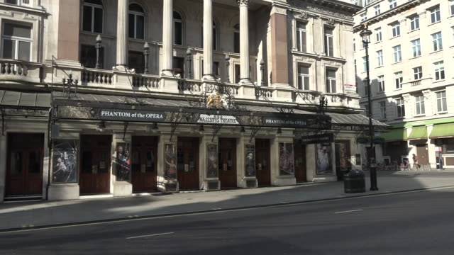 exterior shots of empty roads in london, her majesty's theatre and theatre royal haymarket closed during the coronavirus epidemic on 24th march 2020... - theatre royal haymarket stock videos & royalty-free footage