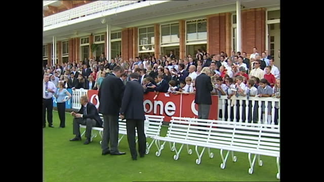 exterior shots of england cricketers including michael vaughan kevin pieterson andrew flintoff marcus trescothick after 2005 ashes win signing... - cricket stock videos & royalty-free footage