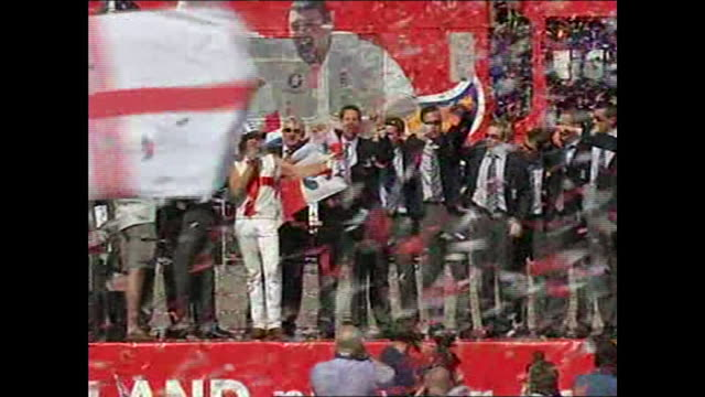 exterior shots of england cricketers including michael vaughan, kevin pieterson, andrew flintoff, marcus trescothick after 2005 ashes win on stage... - 2005 stock videos & royalty-free footage