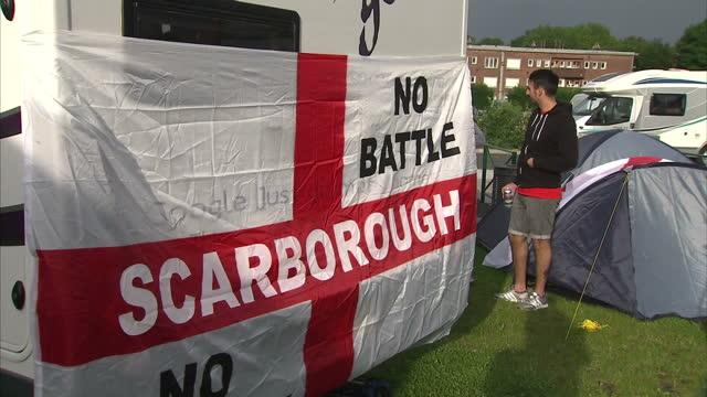 vídeos de stock, filmes e b-roll de exterior shots of england football fans partying in caravan park caravans with england football flags on them on june 15 2016 in lens france - euro 2016