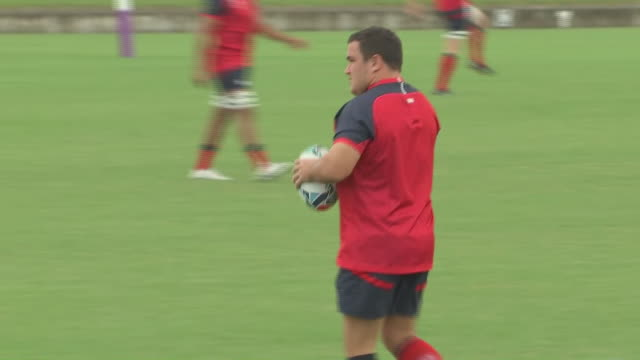 vidéos et rushes de exterior shots of england's rugby union squad in training ahead of their rugby world cup 2019 pool c clash against argentina in tokyo japan - niveau d'épreuve sportive