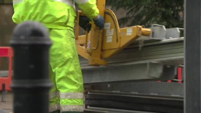 GBR: Environment Agency install flood defences in Shrewsbury