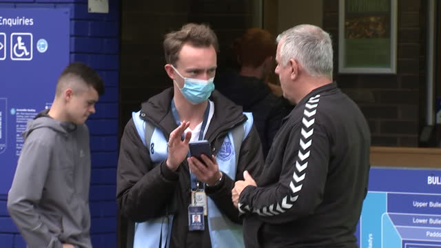 vidéos et rushes de exterior shots of everton fans on their phones and walking through turnstiles outside goodison park before their opening league game against... - everton