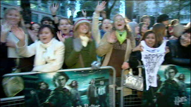 exterior shots of fans screaming and cheering at the premiere of harry potter and the goblet of fire. on november 06, 2005 in london, england. - wineglass stock videos & royalty-free footage