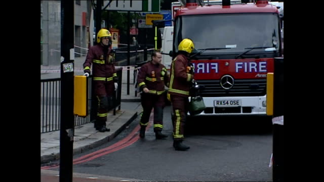 exterior shots of firefighters outside a closed edgware road london underground station in the immediate wake of the london 7/7 terrorist bomb... - terrorismo video stock e b–roll