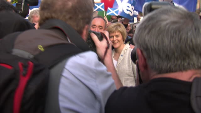 exterior shots of first minister alex salmond and deputy first minister nicola sturgeon campaigning in perth for the yes vote in the scottish... - yes single word stock videos & royalty-free footage