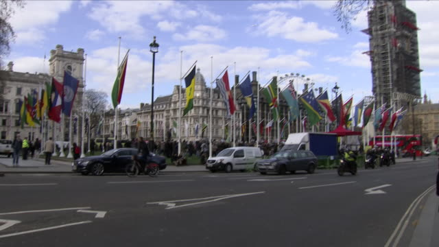 exterior shots of flags of the commonwealth countries near the houses of parliament on april 16 2018 in london england - britisches parlament stock-videos und b-roll-filmmaterial