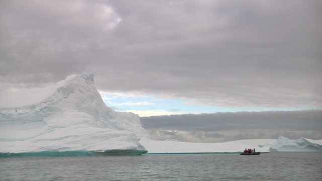 exterior shots of floating icebergs in antarctic ocean. icebergs in antarctic ocean on march 06, 2013 in unspecified, antarctica - antarctic ocean stock videos & royalty-free footage