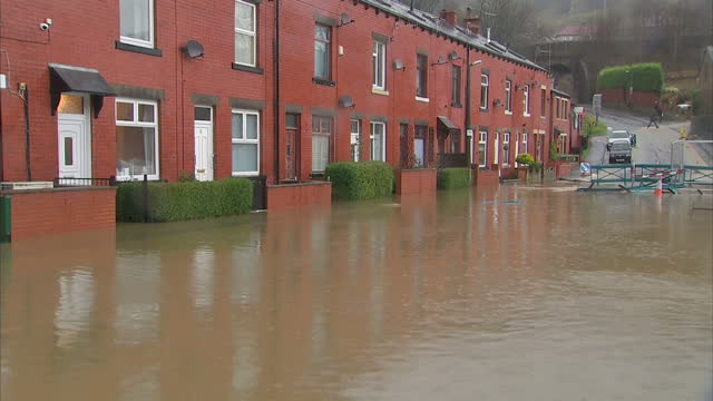 exterior shots of flooded streets in todmorden>> on december 26 2015 in todmorden united kingdom - ウェストヨークシャー点の映像素材/bロール