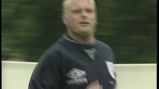 exterior shots of footballer paul gascoigne training with england football team on june 11 1996 in england - internationaler fußball stock-videos und b-roll-filmmaterial