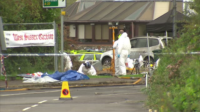exterior shots of forensic police officers conducting a search of a road behind cordon tape on august 27 2015 in shoreham england - ショーハム・バイ・シー点の映像素材/bロール