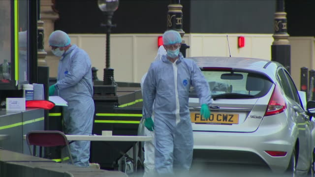 exterior shots of forensics gathering evidence from the crashed ford fiesta car driven by westminster terror suspect salih khater into a barrier... - シティ・オブ・ウェストミンスター点の映像素材/bロール