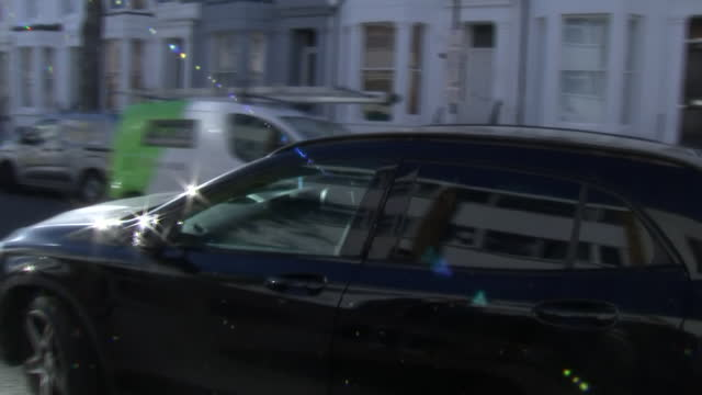 stockvideo's en b-roll-footage met exterior shots of former labour leader jeremy corbyn leaving home surrounded by media after his re-instatement to the party on 18 november 2020 in... - omgeven