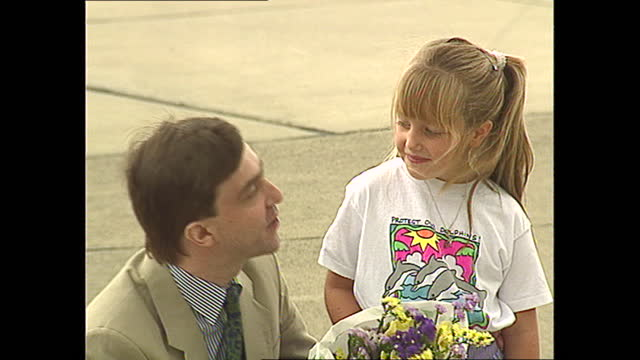 vidéos et rushes de exterior shots of free hostage john mccarthy is presented w bouquet of flowers by natasha eagles after speaking at presser in the air base in... - composition florale
