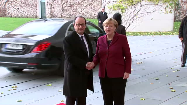 exterior shots of french president francois hollande arriving and being greeted by german chancellor angela merkel>> on november 18 2016 in berlin... - アンゲラ・メルケル点の映像素材/bロール