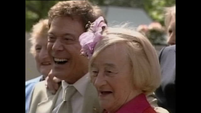 exterior shots of garden at chelsea flower show and actors including lionel blair, liz smith and michael aspol posing for photo on may 21, 2001 in... - lionel blair stock videos & royalty-free footage