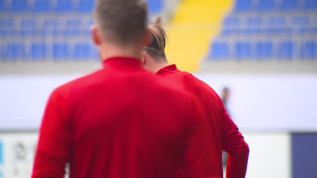exterior shots of gareth bale at wales training bakcell arena eighth kilometer district stadium on 15th november 2019 in baku, azerbaijan. - typisch walisisch stock-videos und b-roll-filmmaterial