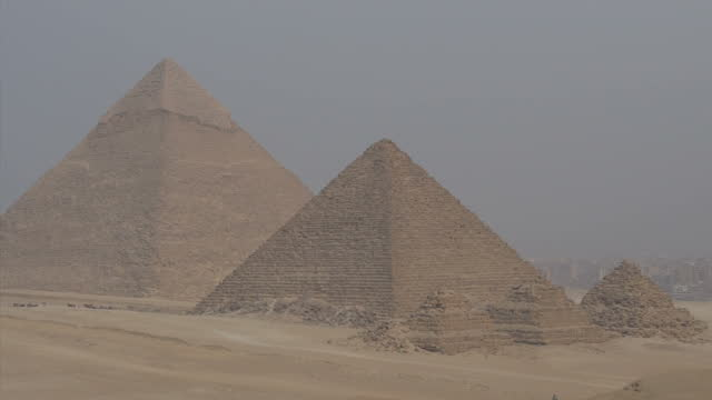 exterior shots of giza pyramids giza necropolis giza plateau on november 11 2014 in cairo egypt - pyramide bauwerk stock-videos und b-roll-filmmaterial