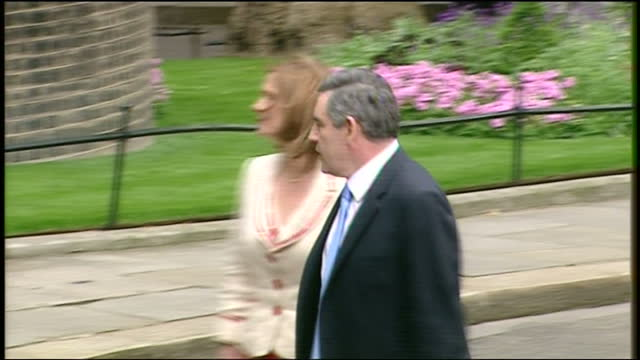 exterior shots of gordon brown and wife sarah brown on the steps of number 10 downing street waving to crowds before walking in on his first day as... - ゴードン ブラウン点の映像素材/bロール