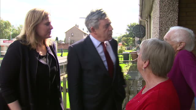 vídeos de stock e filmes b-roll de exterior shots of gordon brown & wife sarah brown campaigning door to door and chatting with local residents on september 9, 2014 in kirkcaldy,... - 2014
