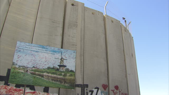 exterior shots of graffiti watchtowers and cameras on bethlehem's west bank barrier graffiti on west bank barrier bethlehem on september 04 2013 in... - israele video stock e b–roll