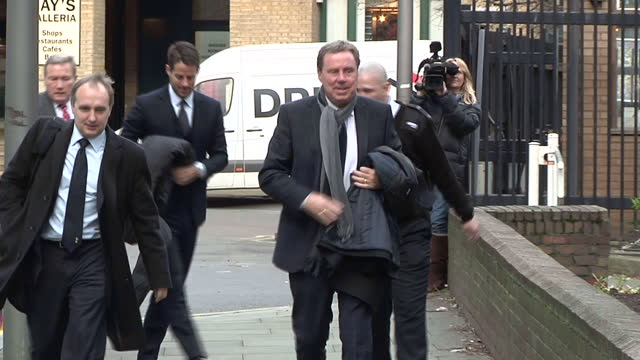 exterior shots of harry redknapp and son jamie redknapp arrive at southwark crown court and walk past press harry jamie redknapp court arrival on... - サウスワーク刑事法院点の映像素材/bロール