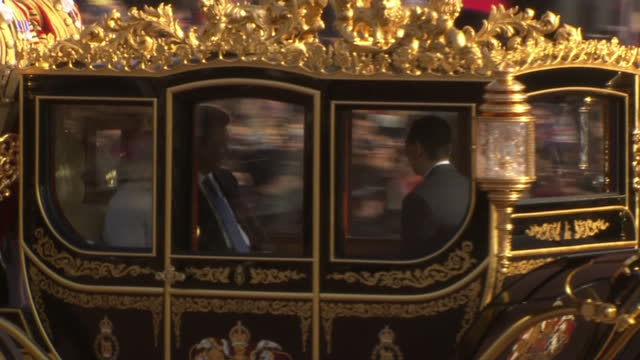 Exterior shots of HM Queen Elizabeth 2 and Chinese President Xi Jinping arriving in the Diamond Jubilee State Coach at Buckingham Palace followed by...
