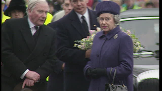 exterior shots of hrh queen elizabeth ii arriving with princess anne the princess royal to lay a wreath for the victims of the dunblane primary... - elizabeth ii stock videos & royalty-free footage