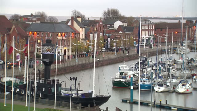 exterior shots of hull marina, with a large number of boats docked in the marina and views of the hull city skyline. hull city centre and the humber... - hull stock videos & royalty-free footage