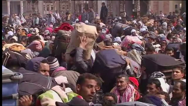 exterior shots of hundreds of refugees at libyan / tunisia border fighting to get through with belongings. refugees fighting to get through and... - tunisia stock videos & royalty-free footage