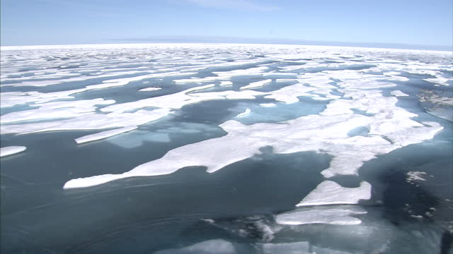exterior shots of ice floes in the north west passage. on august 25, 2007 in cambridge bay, canada. - icecap stock videos & royalty-free footage