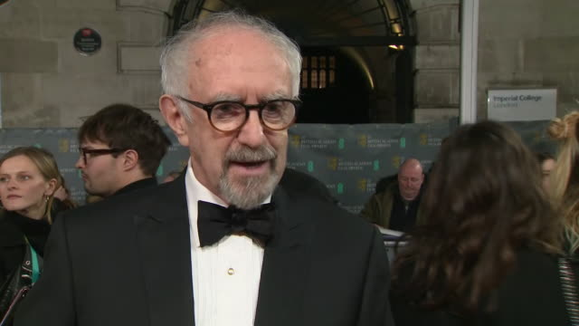exterior shots of interview of jonathan pryce ,star of the two popes, on the baftas red carpet on 2nd february 2020 in london, england. - ジョナサン・プライス点の映像素材/bロール