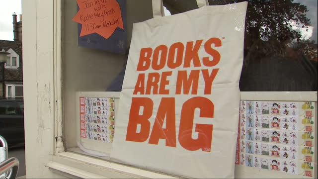vídeos de stock e filmes b-roll de exterior shots of jaffe neale an independent bookshop in chipping norton with signs in the window advertising a party for the books are my bag... - chipping norton england