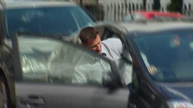 stockvideo's en b-roll-footage met exterior shots of jeremy hunt departing his home in car jeremy hunt departs his house in car on may 12 2012 in london england - bod