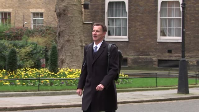 exterior shots of jeremy hunt mp walking from downing street on 22 march 2019 in london united kingdom - 政治家 ジェレミー ハント点の映像素材/bロール