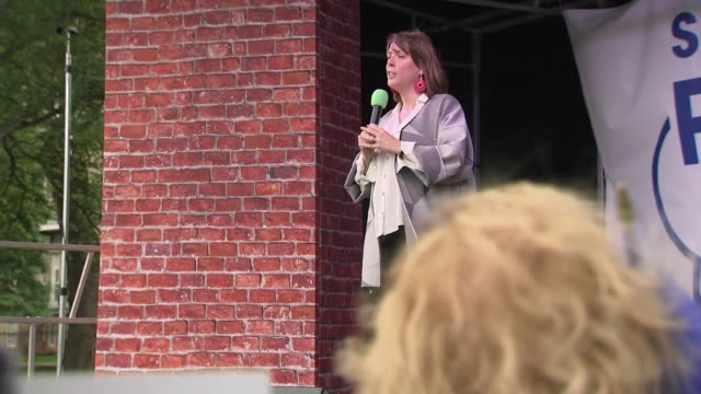 exterior shots of jess phillips speaking on stage during antibrexit rally on 22 august 2019 in edinburgh united kingdom - 労働党点の映像素材/bロール