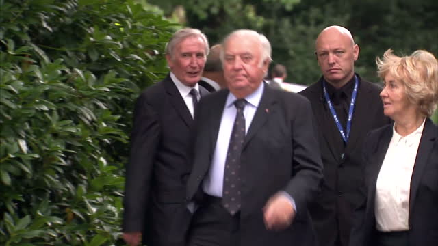 exterior shots of jimmy tarbuck arriving at cilla black's funeral on august 20 2015 in liverpool england - jimmy tarbuck stock videos & royalty-free footage