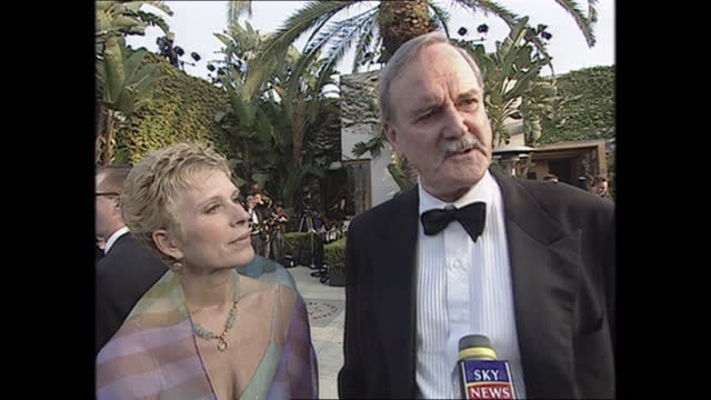 exterior shots of john cleese being interviewed on the oscars vanity fair party red carpet on 26th march 2001 in los angeles, california, united... - vanity fair stock videos & royalty-free footage