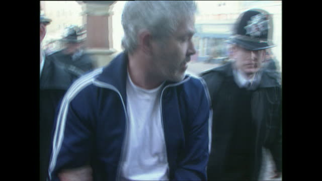 vídeos y material grabado en eventos de stock de exterior shots of john cooper later convicted of multiple shotgun murders in the 1980's being led from and to a police van shouting 'i am not a... - pembrokeshire