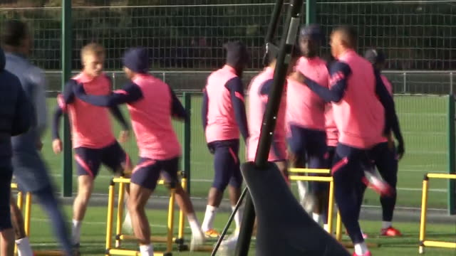 exterior shots of jose mourinho & carlos vinicius along with the rest of the squad training in preparation to face west ham in the premier league.... - practising stock videos & royalty-free footage