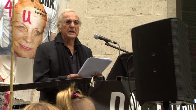 exterior shots of journalist john pilger speaking at protests rally in support of julian assange in front of court on 7 september 2020 in london,... - john pilger stock videos & royalty-free footage